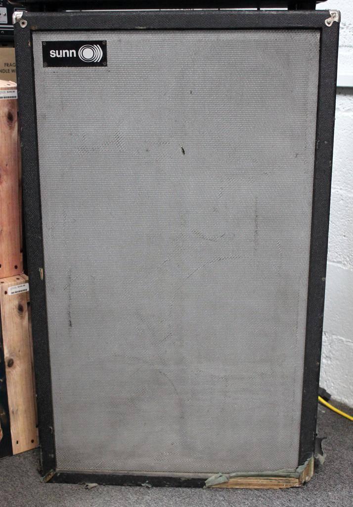 """Used Sunn 4x12"""" Speaker Cabinet"""