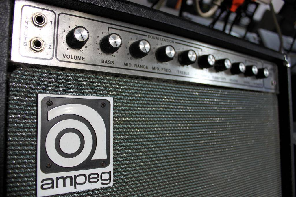 Used **CLEARANCE** Used Ampeg 115 Combo Amp