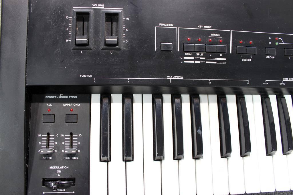 Used Used Roland MKB-200 MIDI Keyboard Controller
