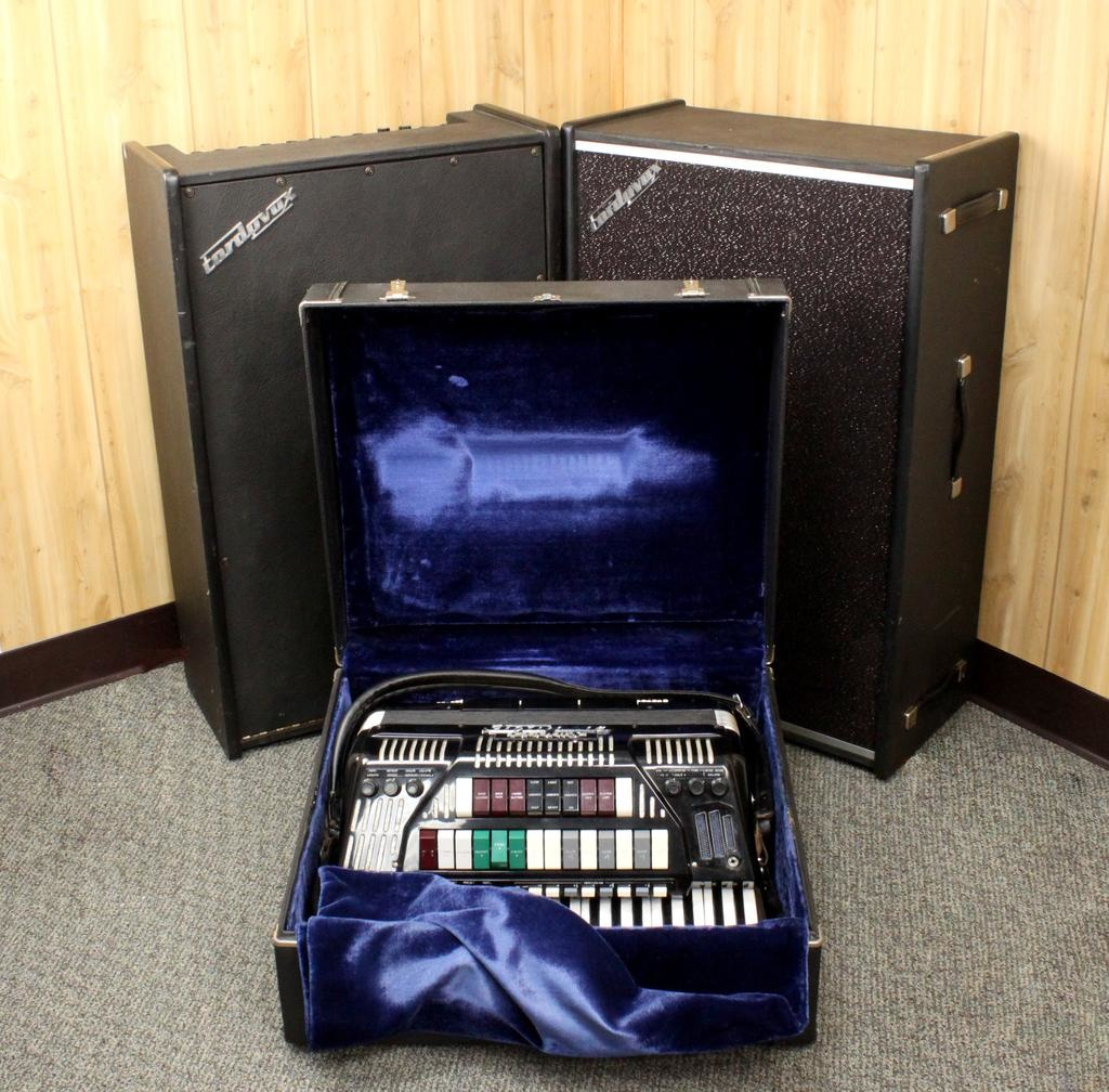 Cordovox Used Cordovox Super V Accordion w/Amp and Ext. Cabinet