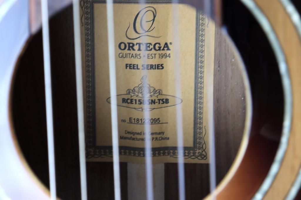 Ortega Ortega RCE158SN-TSB slim neck (48 mm nut) 650 mm scale, tobacco sunburst w/gig bag