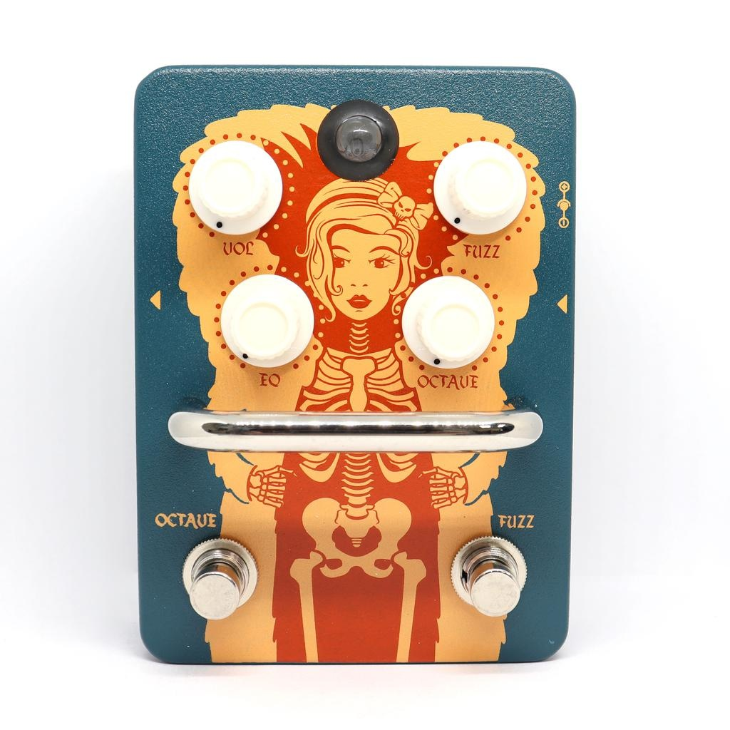 Orange Orange Fuzz Pedal with adjustable and footswitchable octave, true bybass, tri-color LED