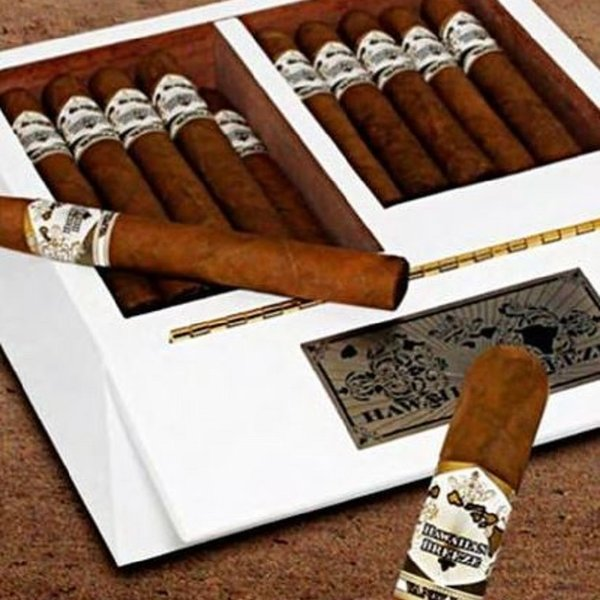 Esteban Carreras Hawaiian Breeze Cognac Petit Corona by Esteban Carreras