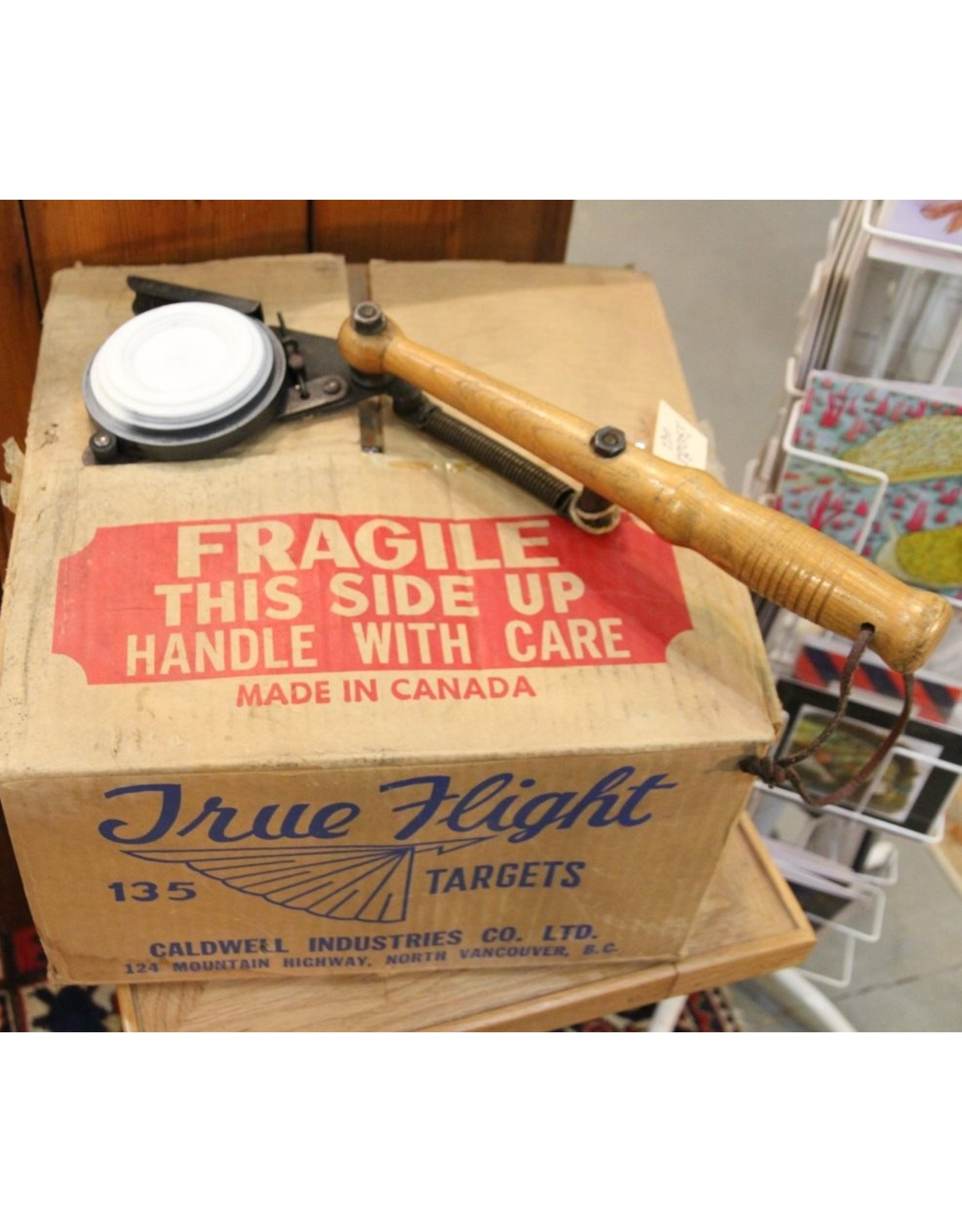 Clay pigeon thrower - hand held, plus box of clay pigeons