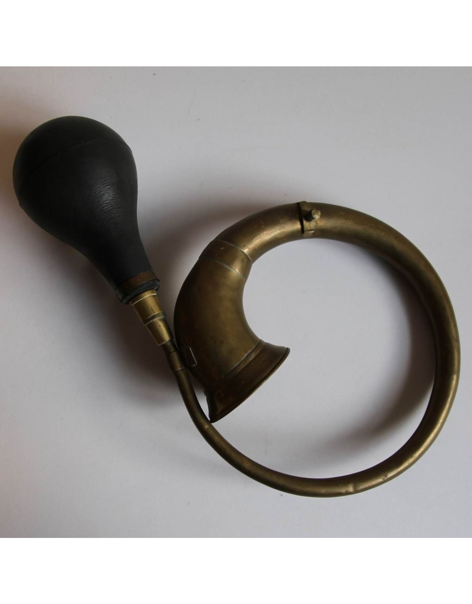 Car horn - brass with rubber bulb, curved