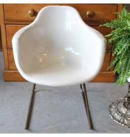 Vintage white fiberglass tub chair