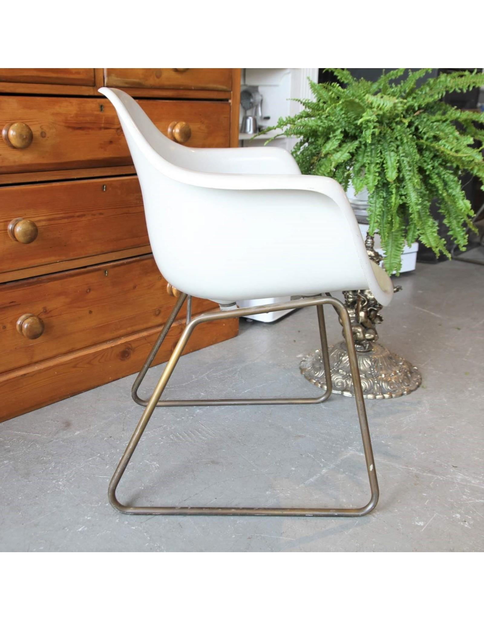 Chair - white fiberglass tub chair Krueger Metal Products Green Bay Wisconsin