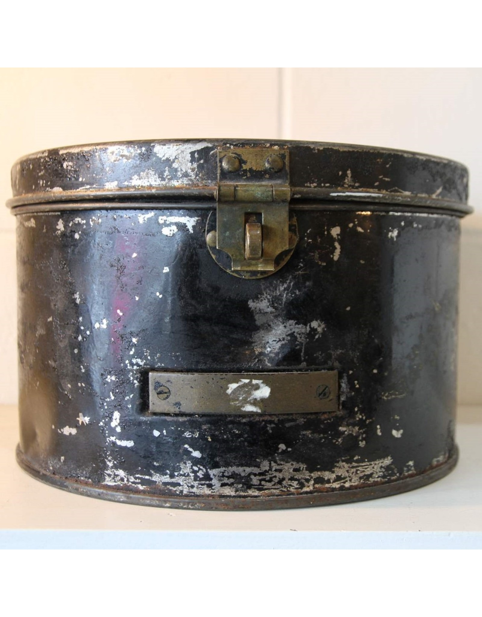 Tin box with lid - round, hinged, brass clasp, black paint