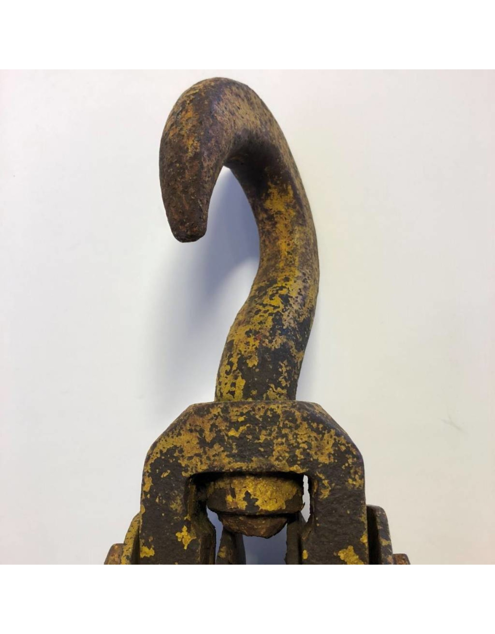 Triple sheave pulley block with hook