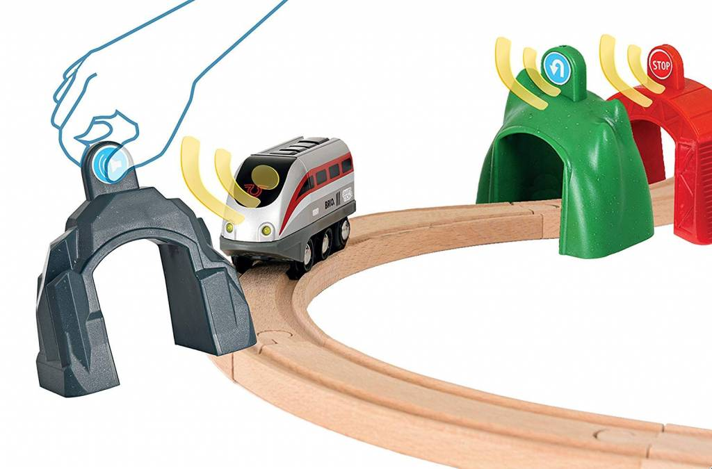 BRIO SMART TECH Engine with Action Tunnels SET