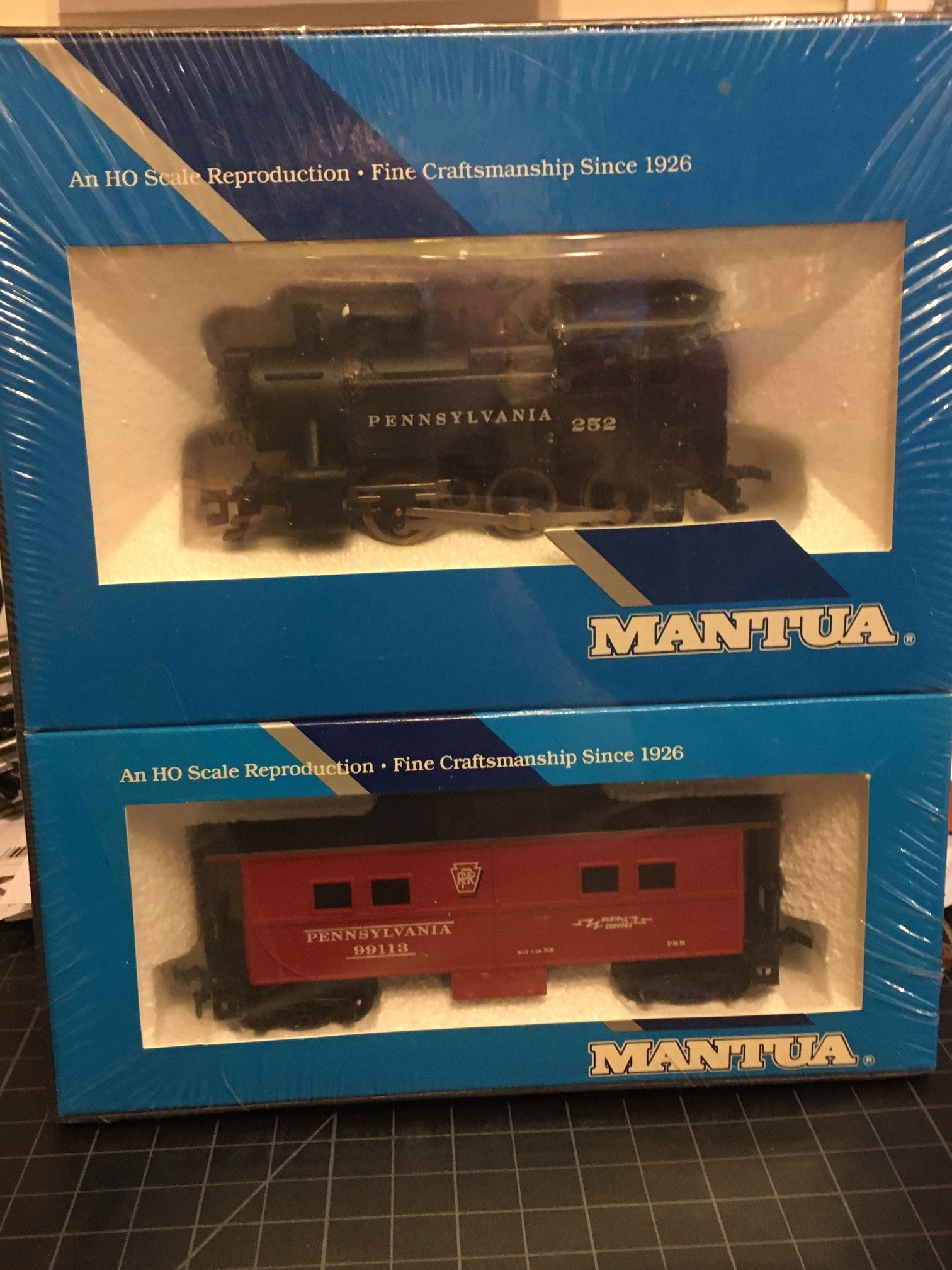 Mantua Mantua Little Six 0-6-0, PRR & caboose