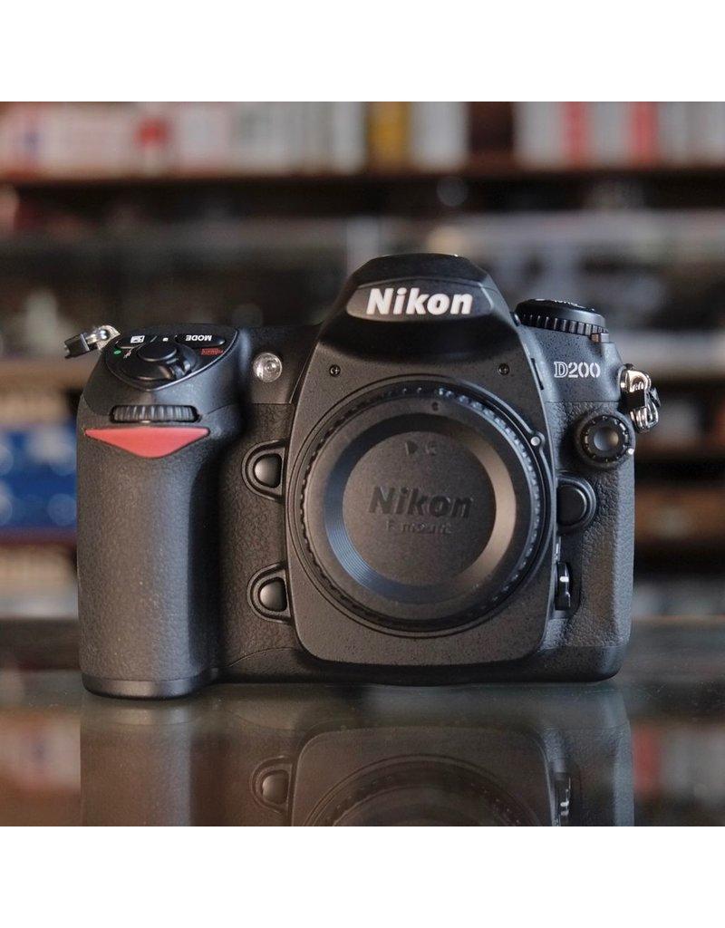 Nikon Nikon D200.
