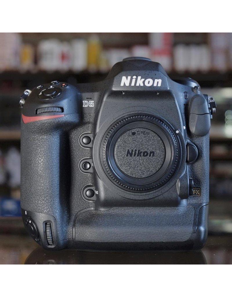 Nikon Nikon D5.