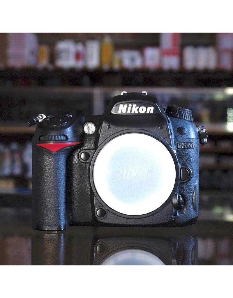Nikon Nikon D7000.