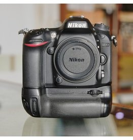Nikon Nikon D7100 w/ MB-D15.