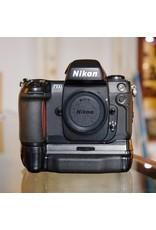 Nikon Nikon F100.