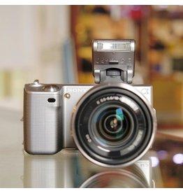 Sony Sony NEX-5 w/ 18-55mm f3.5-5.6 OSS.