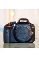 Nikon Nikon D3300.