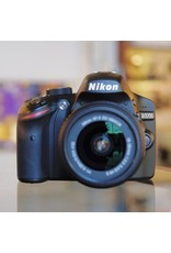 Nikon Nikon D3200 DSLR w/ 18-55mm f3.5-5.6G VR.