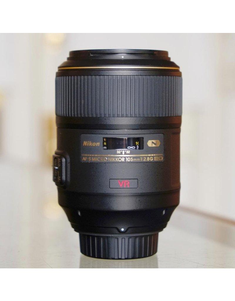 Nikon Nikon 105mm f2.8G ED AF-S VR Micro-Nikkor.