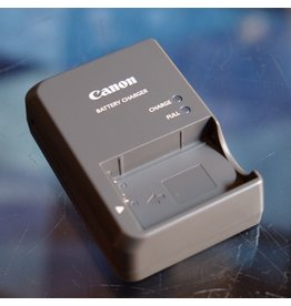 Canon Canon CB-2LZ charger for NB-7L batteries.