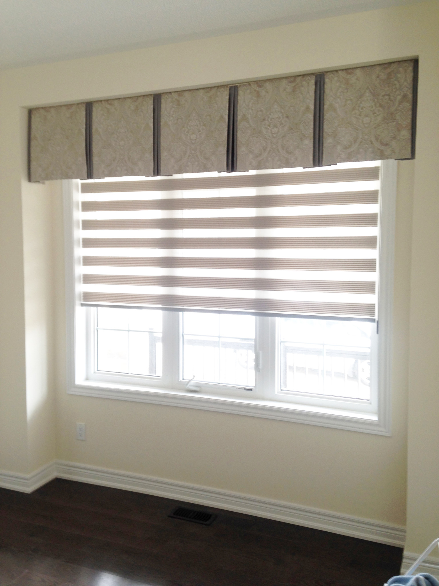 Double Pleat Box Valance Inside Mount