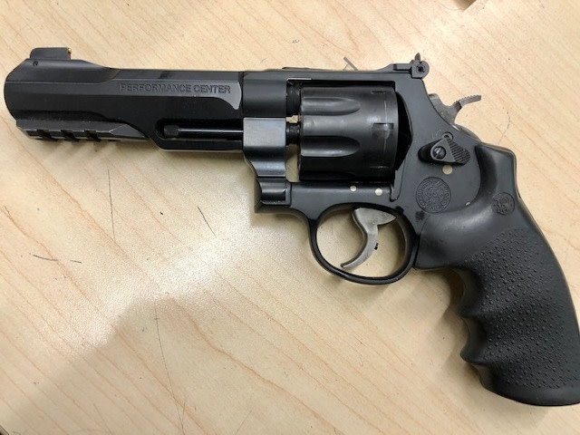 """SMITH AND WESSON CONSIGNMENT SMITH & WESSON TRR8 PERFORMANCE CENTER .357 5"""""""