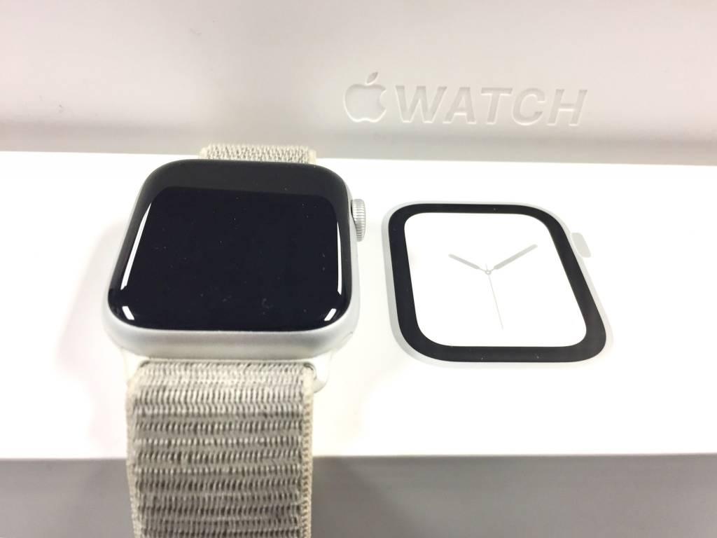 4G Cellular - Apple Watch Series 4 - 44mm - Silver Aluminum w/ Seashell Velcro Band