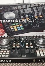 Traktor Kontrol S4 Controller