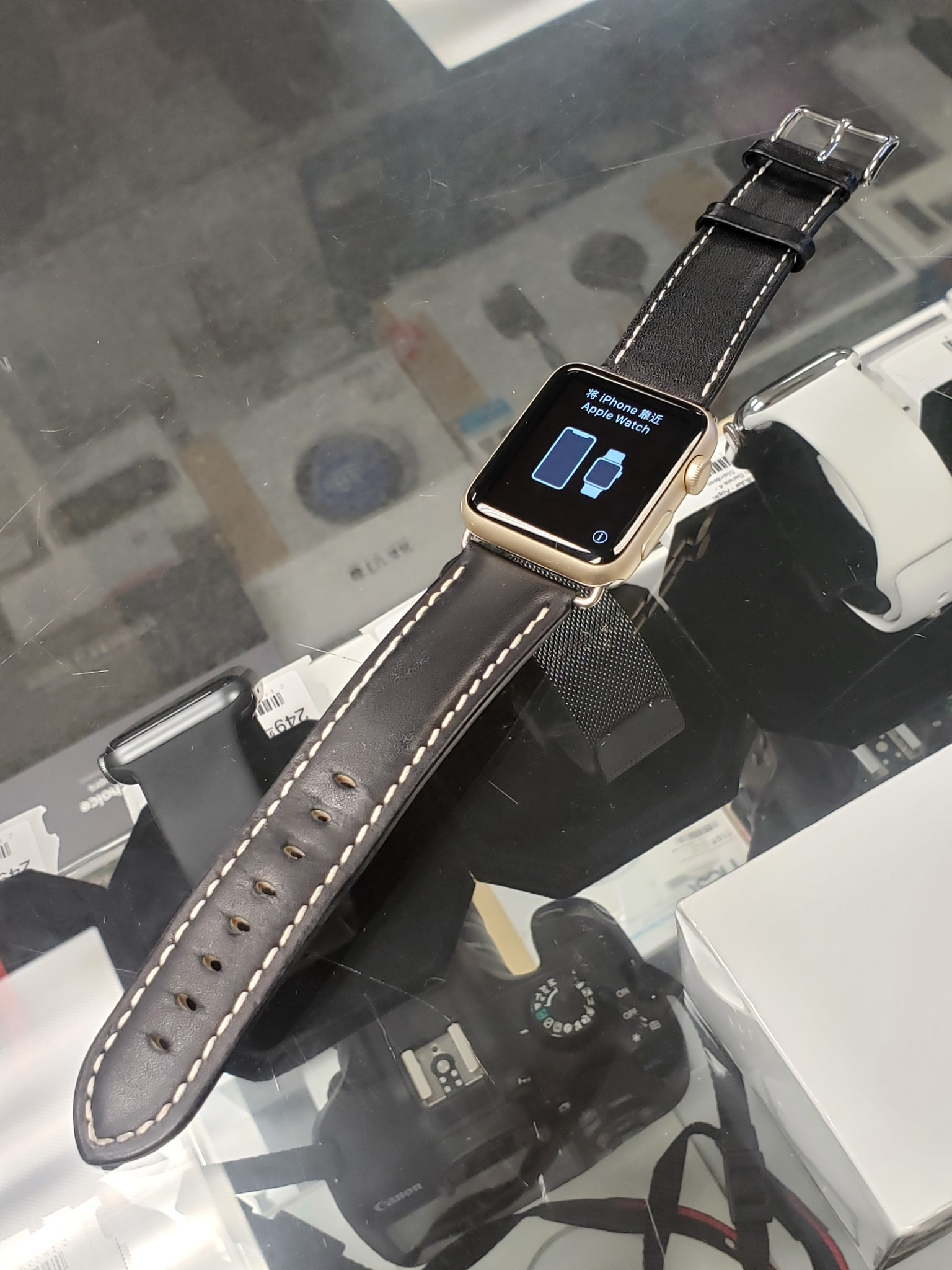 Apple Watch Series 1 - 42mm - Gold Aluminum - Black Leather Band