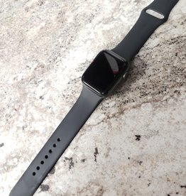 Wifi/GPS - Apple Watch Series 4 - 44mm - Space Grey - Fair Condition - Pre-Owned