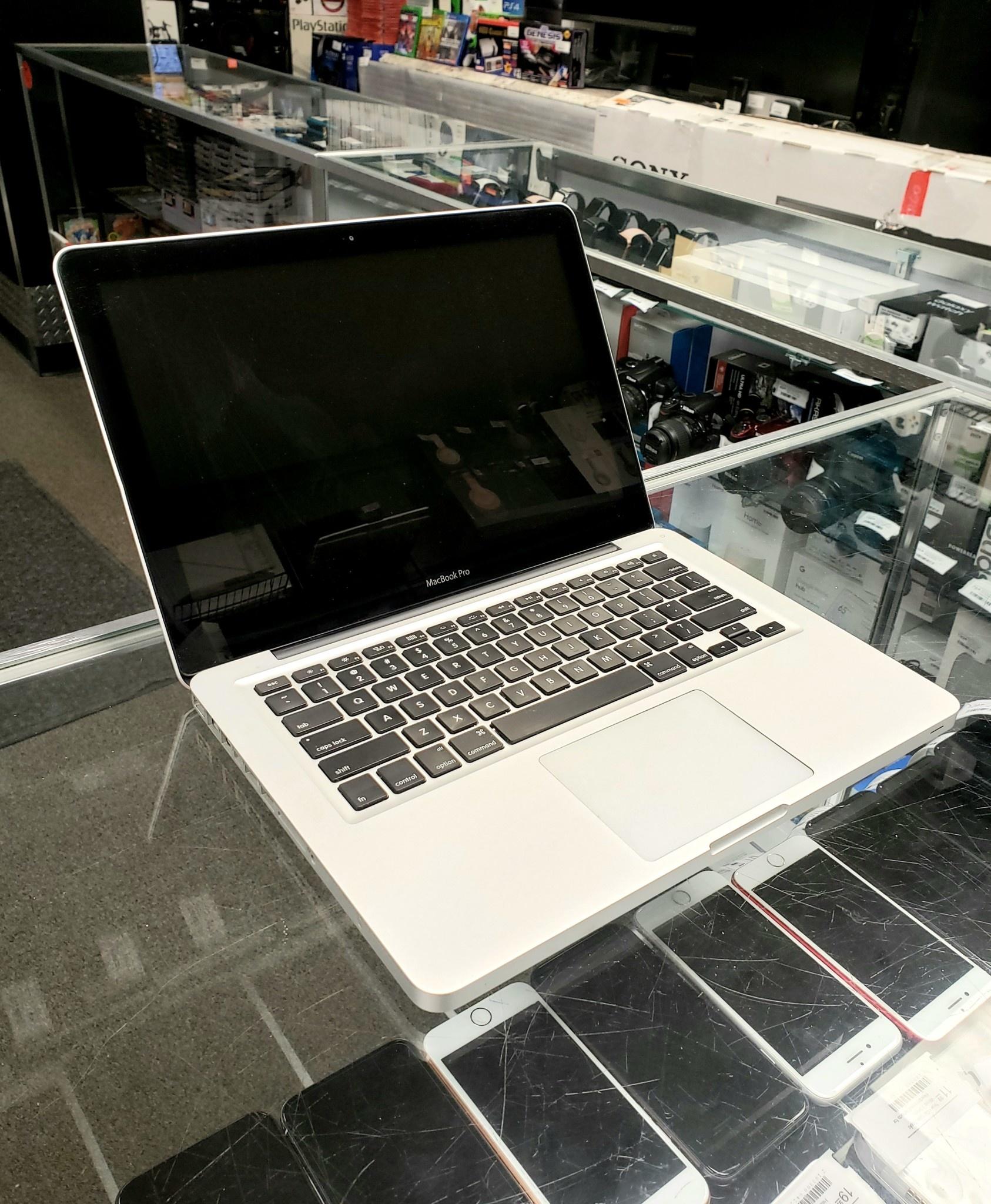 "Apple Macbook Pro - 13"" Early 2011 - Intel i5 2.3Ghz - 4GB RAM - 256GB SSD"