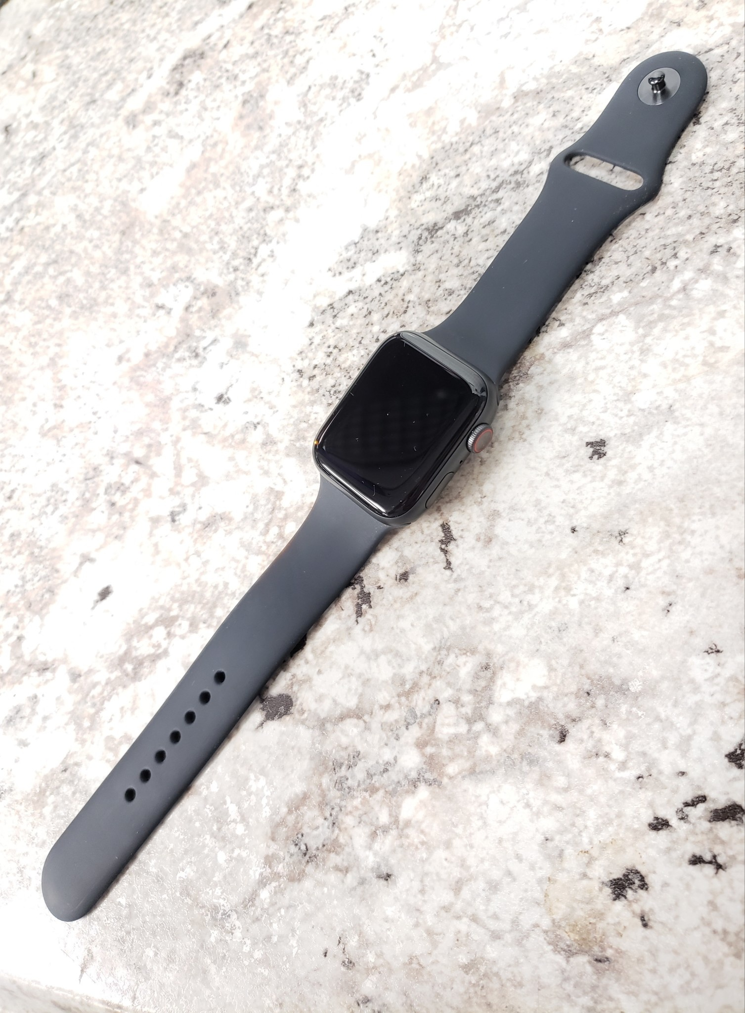4G Cellular - Apple Watch Series 5 - 44mm - Space Gray - Fair Condition