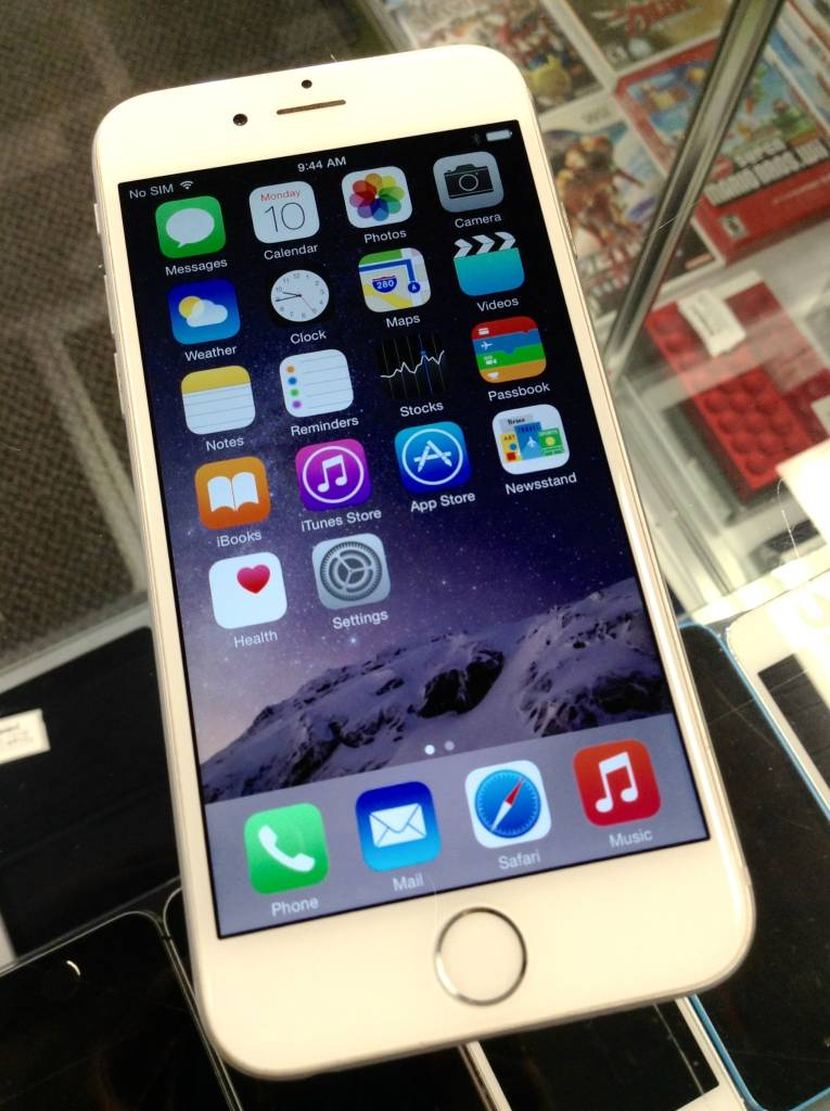 AT&T/Cricket - Apple iPhone 6 - 16GB - White/Silver