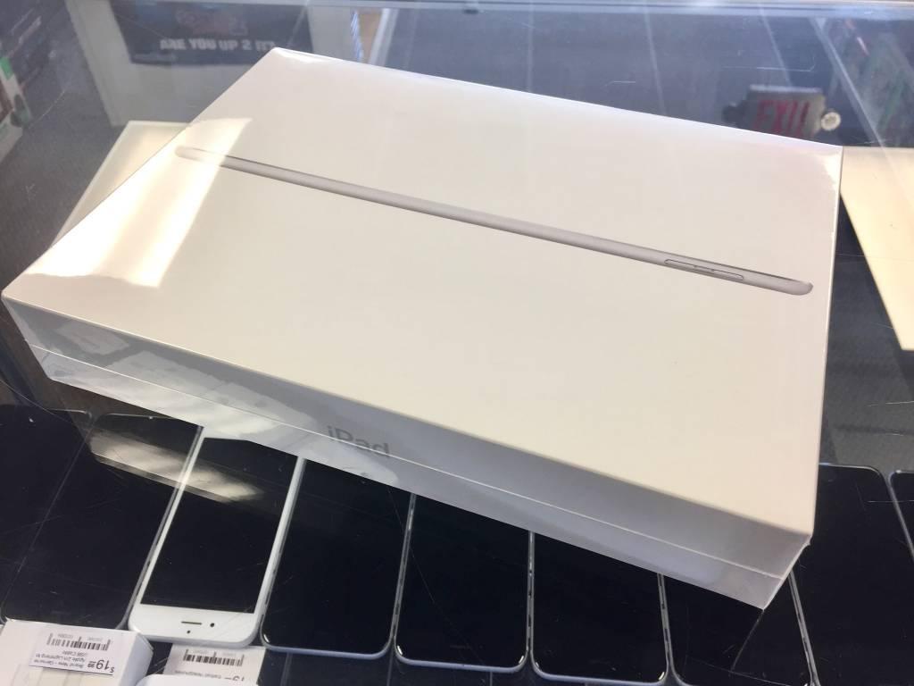 Brand New - Apple iPad 5th Generation - 32GB - Silver