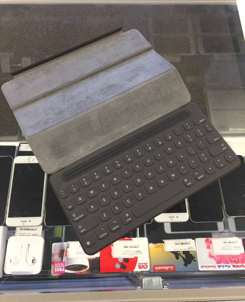 Apple A1772 iPad Pro Keyboard - Used - 9.7""