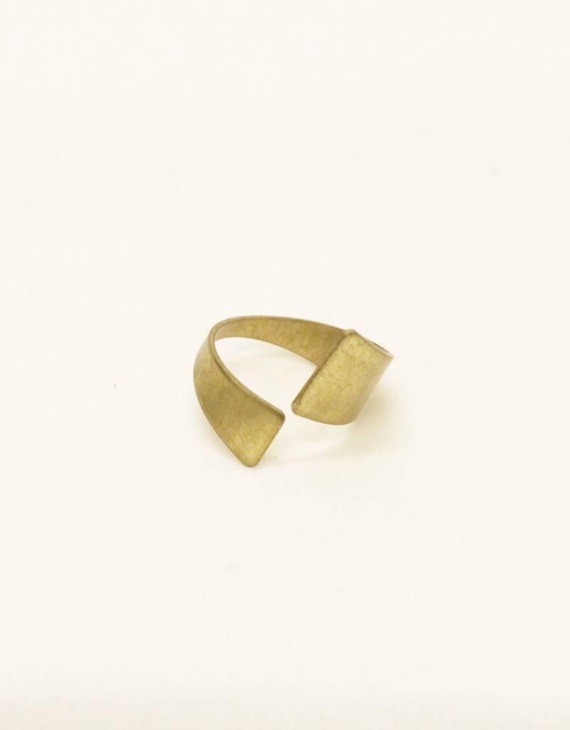 Throwing Stars Wrap Brass Ring