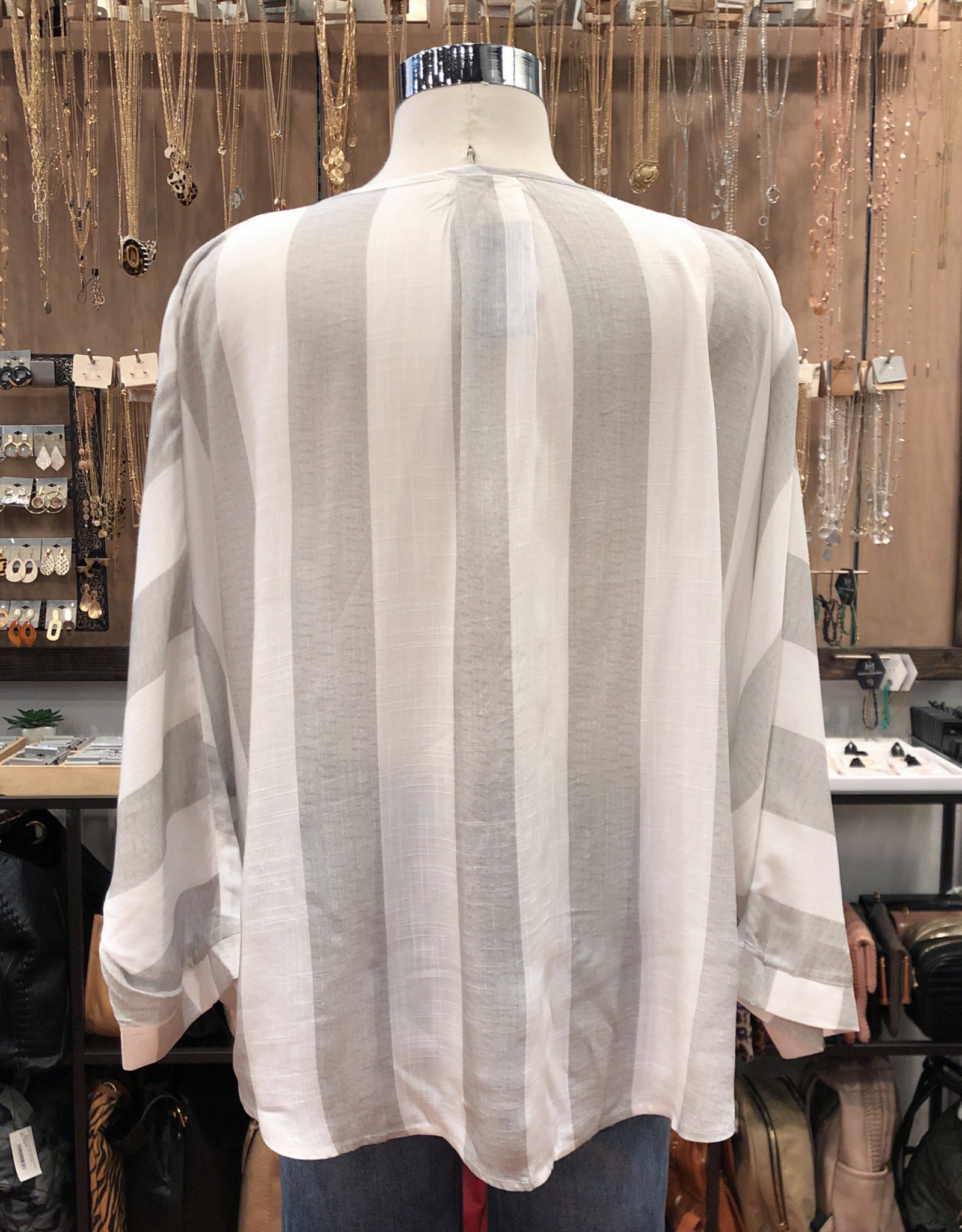 IT40010 SHADOW STRIPE PLEATED V-NECK TOP