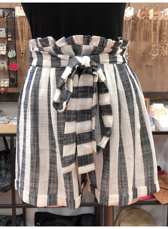 YP070-S STRIPED BELTED SHORTS