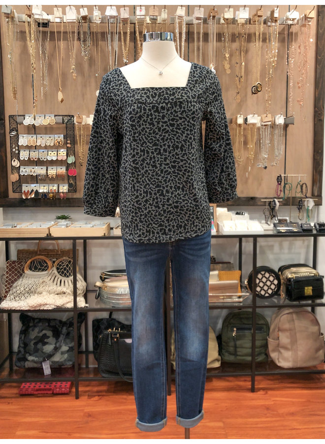 WCT297 LEOPARD KNIT TOP