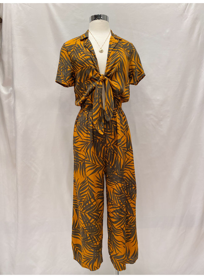 LEAF  PRINT COLLARED JUMPSUIT  *2 colors available*
