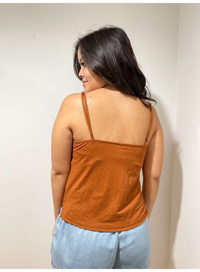 WL19-2575 TWIST FRONT CAMI TOP