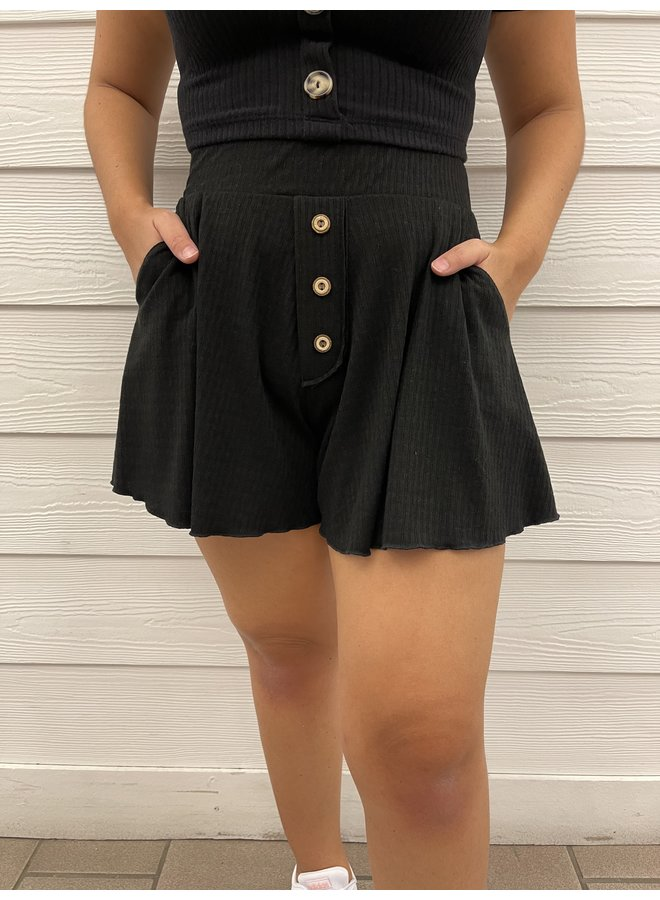BUTTON TRIM RIBBED SHORTS