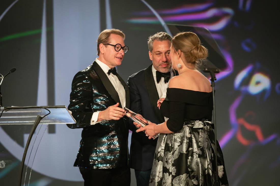 Carson Kressley and Thom Felicia present award to Debra Campbell of Fleurish Home
