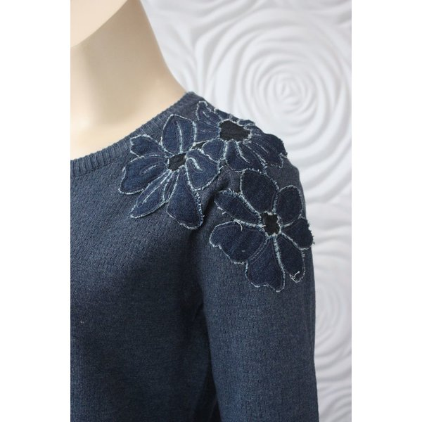 Leo & Ugo Blouse with Embroidered Flowers on Shoulder
