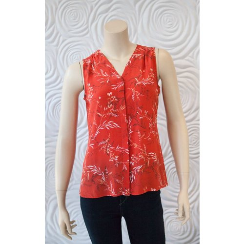 Ecru Ecru Perfect Little Basic Acanthus Floral Top
