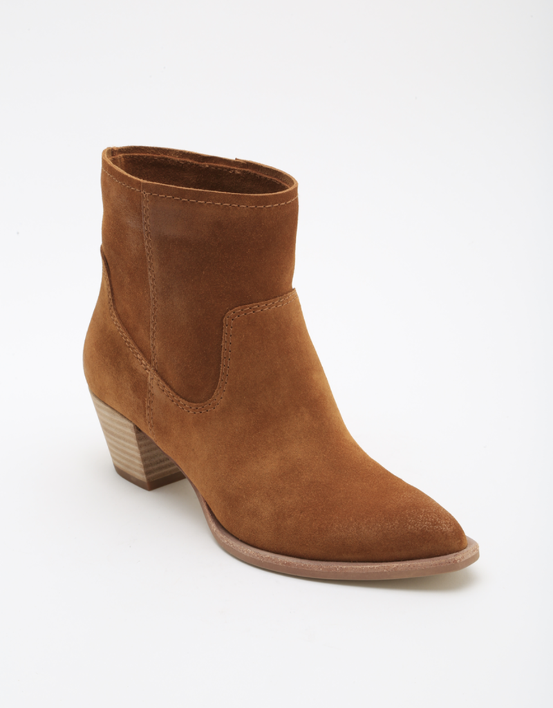 KODI - Americana-inspired ankle boots wtih chunky heels and soft suede.