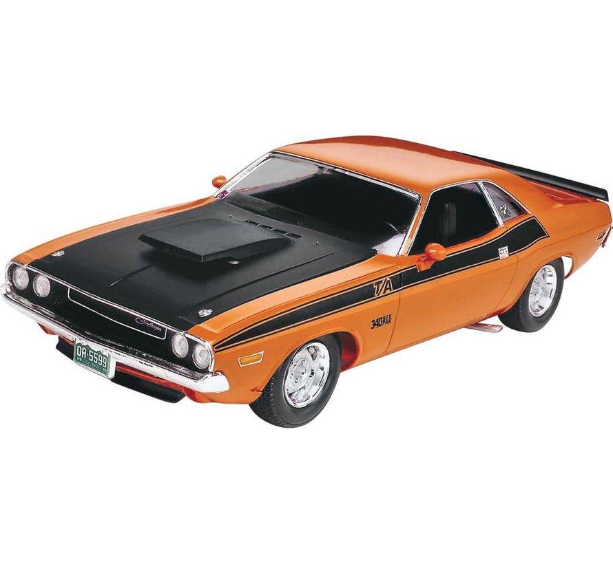 852596 1/24 '70 Challenger 2'n 1 Plastic Model Kit