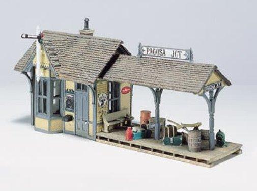 Woodland Scenics (WOO) 785- HO Flag Depot