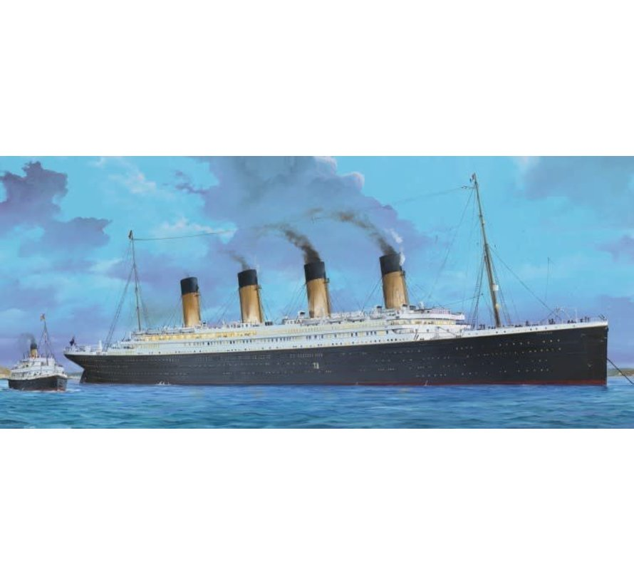 3719 RMS Titanic Ocean Liner with LED Lighting  1/200